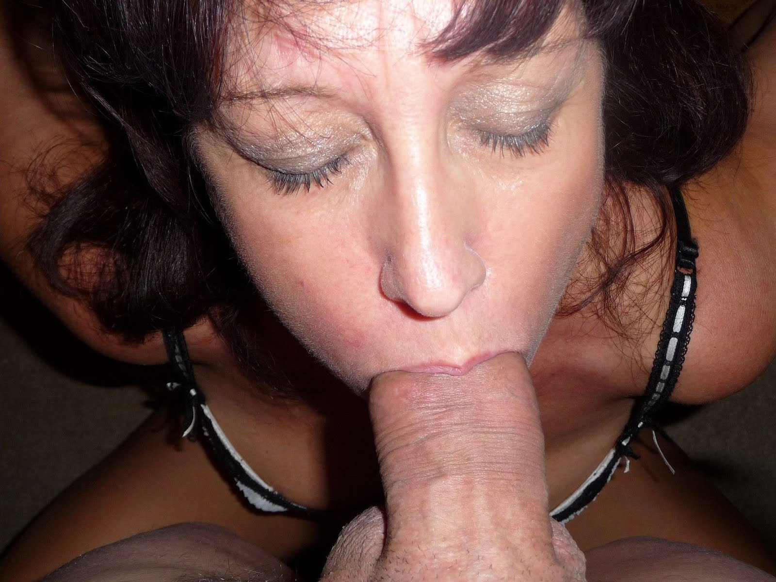 Amature granny deep throat