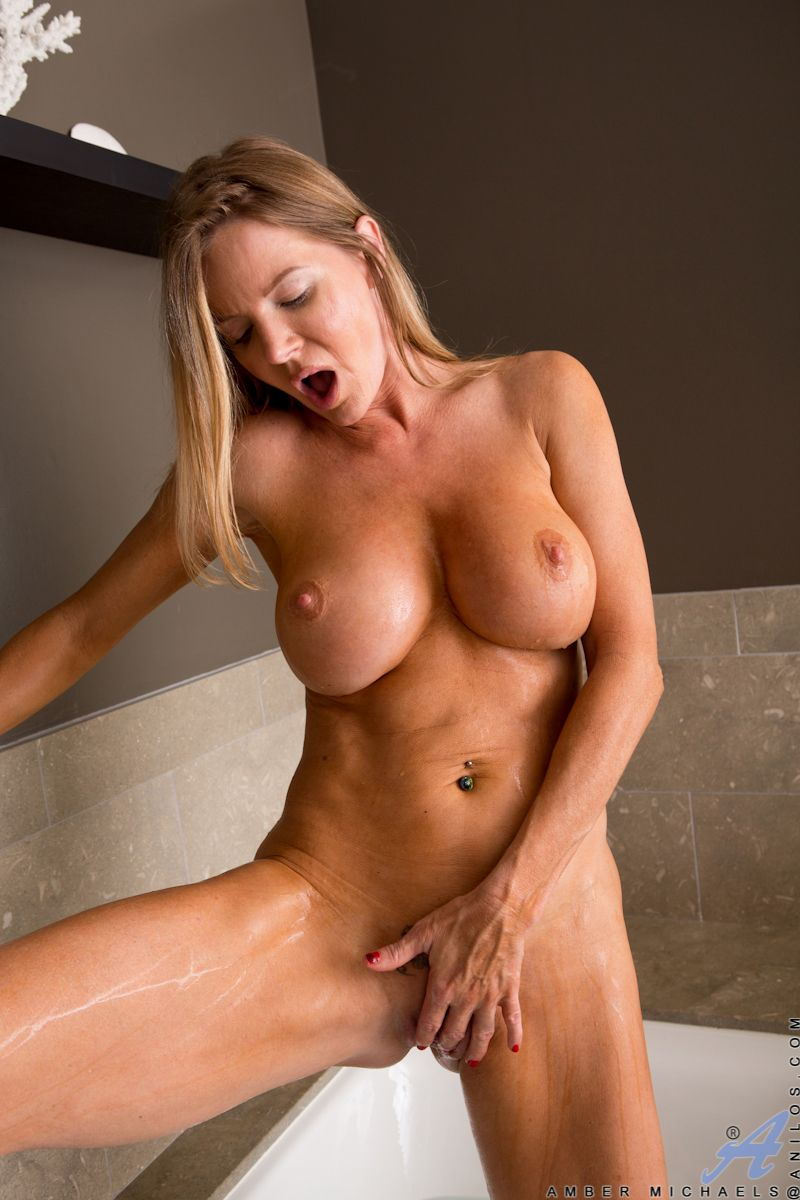 Clit massage dripping