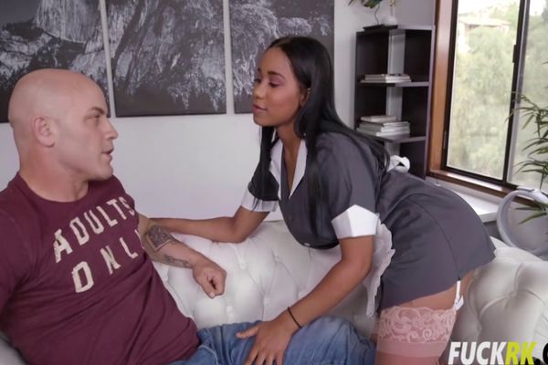 Sideline reccomend pissing her jeans