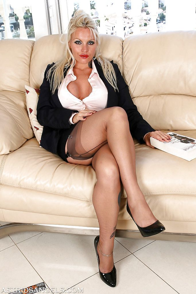 Black L. reccomend Busty matures wearing pantyhose