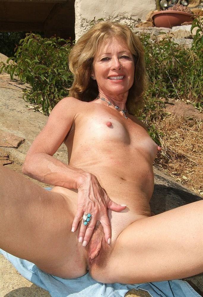 Mature naked free porns