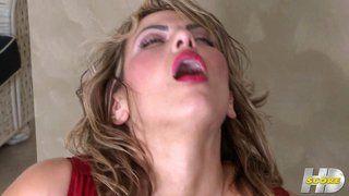 Hottie masturbating