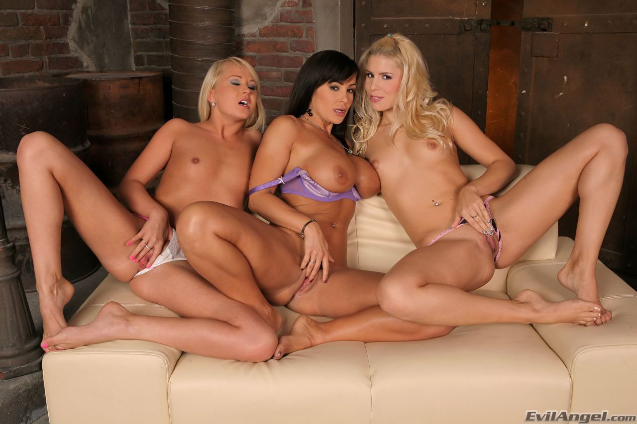 Beautiful lesbian threesomes