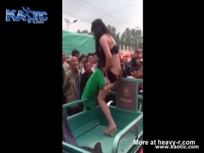 Wind reccomend wife stripped public