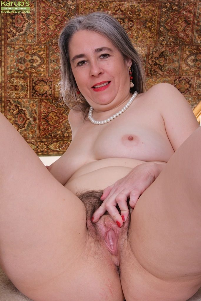 Tic T. reccomend Mature hairy pussy women free porn