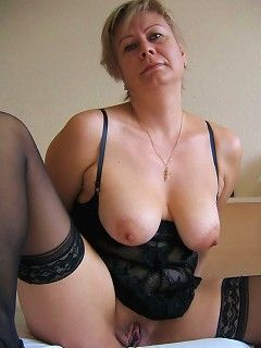 Naked amateur curvy grannies