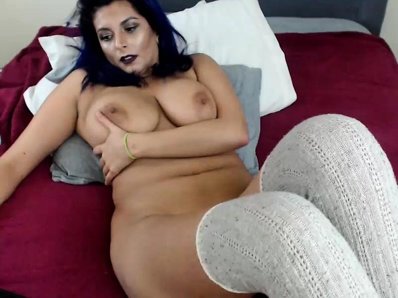 LB reccomend natural boobs strip