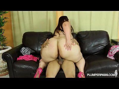 Female twerking lick cock slowly