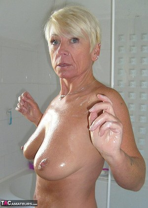 J-Run reccomend granny pussy shave shower pictures
