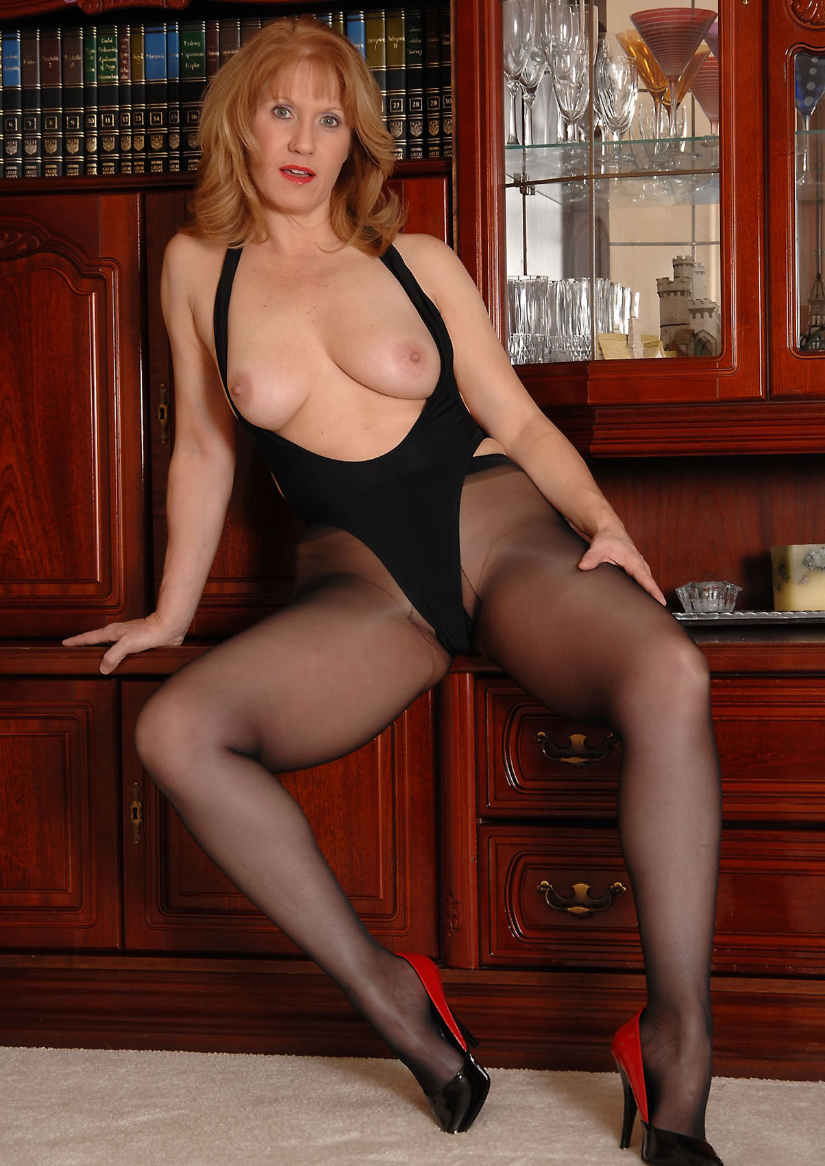 Sunshine recommend best of nudes Mature pantyhose non in