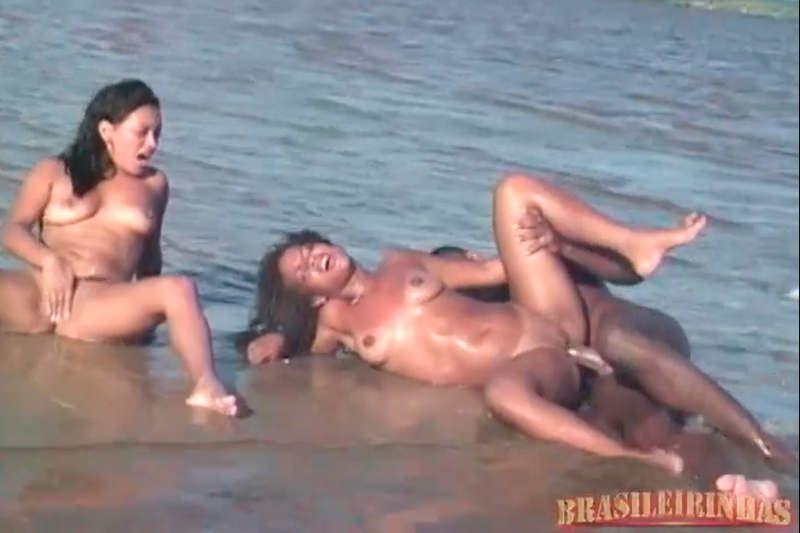 Morena na praia