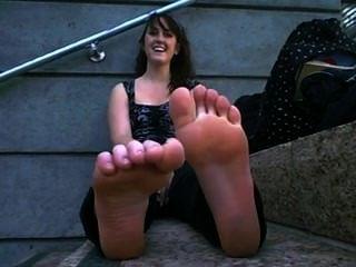 Violent chicks feet
