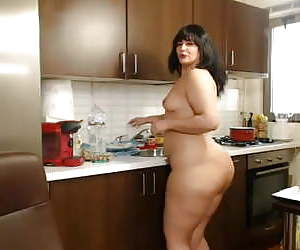 Woman with thick asses in gangbang