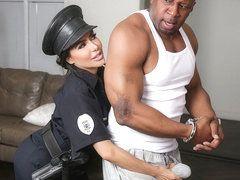 Tango reccomend women cops